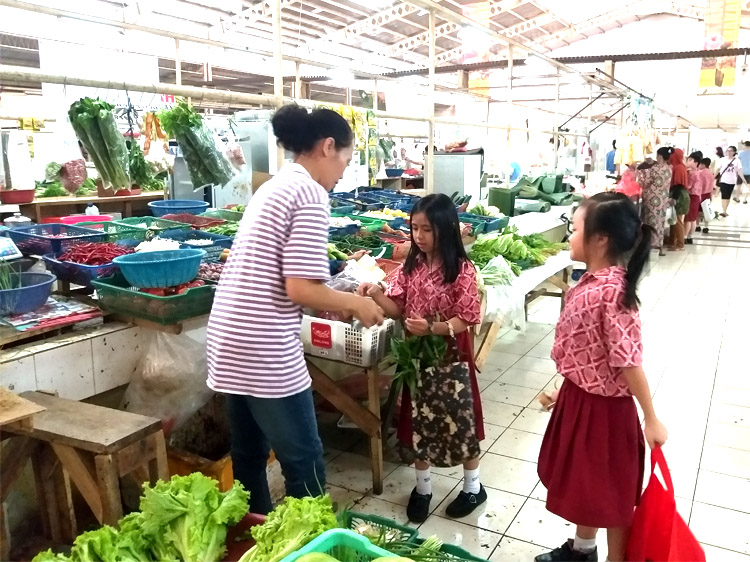 Our first experience going to the traditional market